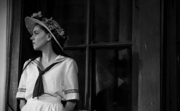 """Фото С. Омшенецкого с официального сайта театра """"Сфера"""". """"Дачники"""""""