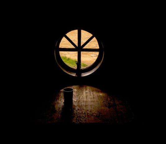 Не выходи из комнаты // Стихи современных поэтов