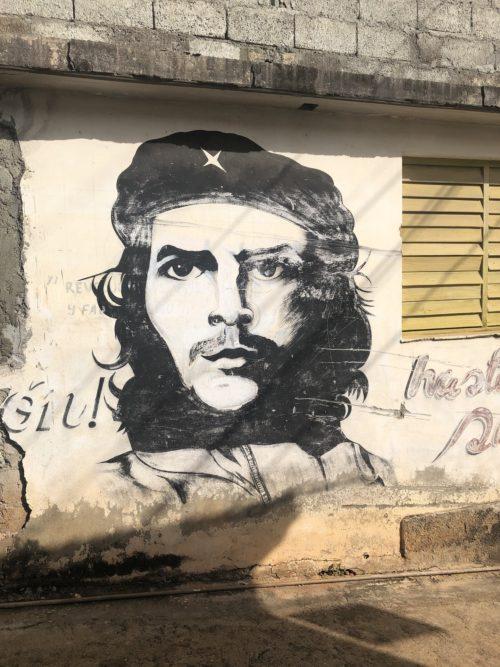 Граффити с Че на улицах Гаваны // Формаслов