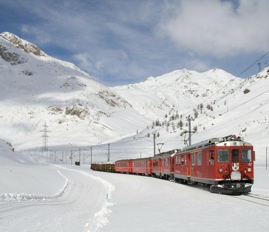 Поезд в снегу // Формаслов