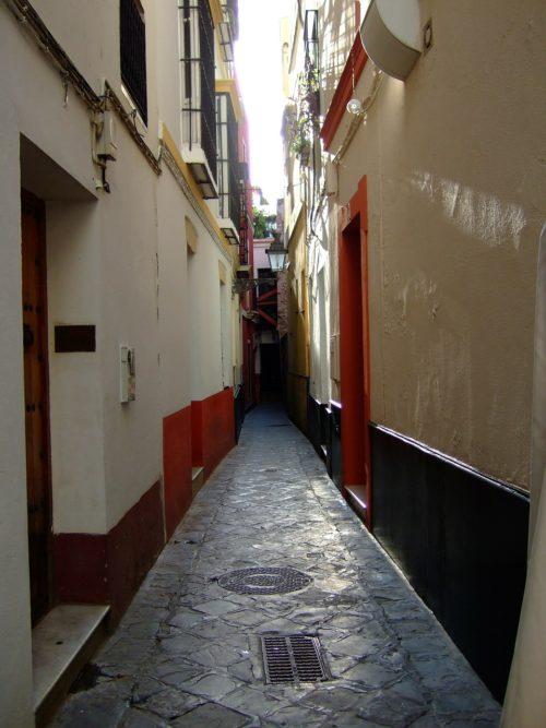 Переулок в Санта-Крус, Севилья // Формаслов