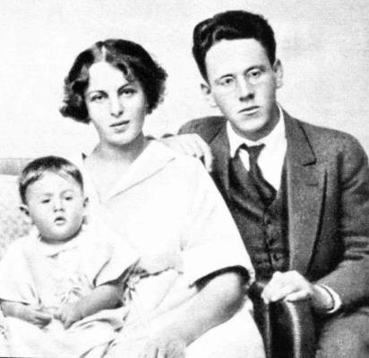 Самуил Маршак с женой и дочерью // Формаслов