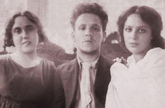 Самуил Маршак с женой Софией и сестрой Сусанной // Формаслов
