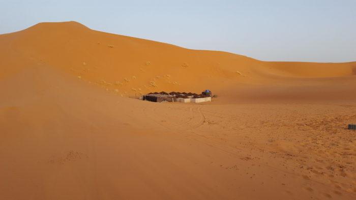 Лагерь в пустыне. Фото Галины Ицкович // Формаслов