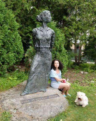 Памятник Эдне Миллей в Кэмдене (фото Г. Ицкович) // Формаслов